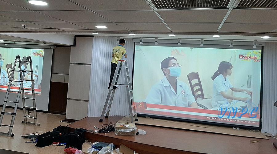 Lắp đặt máy chiếu hội trường màn hình lớn 300 inch