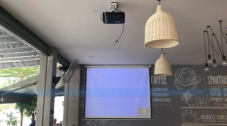 Lắp đặt máy chiếu Optoma PX390 chiếu bóng đá tại Viva Coffe