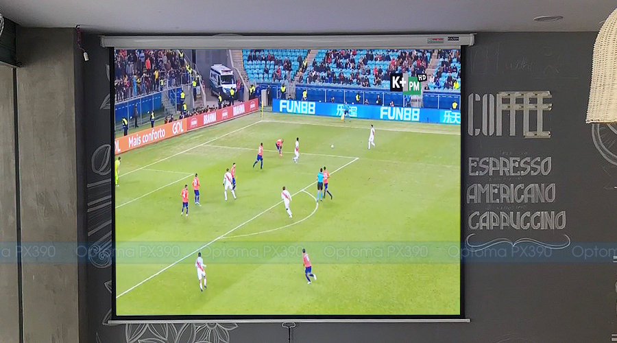 Optoma PX390 chiếu bóng đá tại Viva Coffe