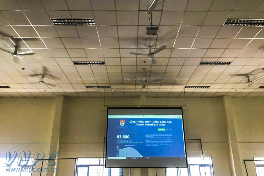Lắp đặt 3 bộ máy chiếu Epson EB-W41 cho hội trường