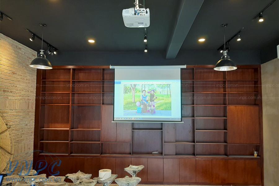 Lắp đặt máy chiếu Epson EB-2247U cho quán Coffee Viva