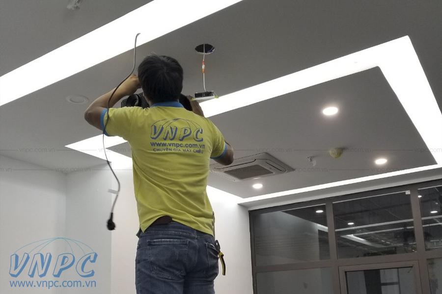 VNPC lắp đặt 2 bộ máy Optoma và màn chiếu điện 120 inch