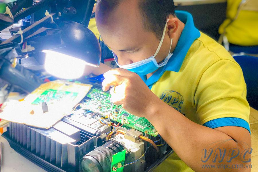 Sửa máy chiếu VNPC giá rẻ uy tín nhất TpHCM & Hà Nội