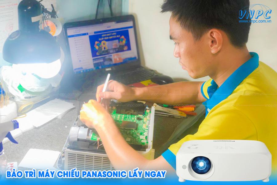 VNPC cung cấp dịch vụ bảo trì máy chiếu Panasonic lấy ngay