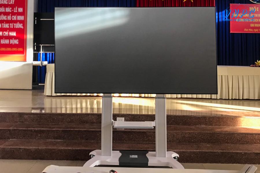Giá treo màn chiếu di động, bảng tương tác