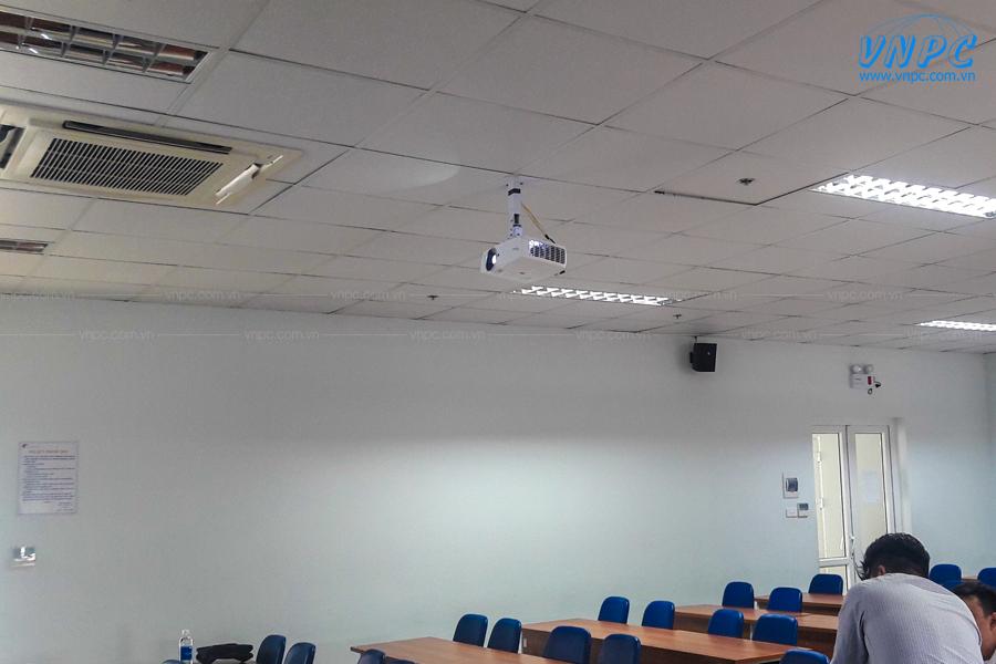 VNPC lắp đặt máy chiếu Optoma EH461