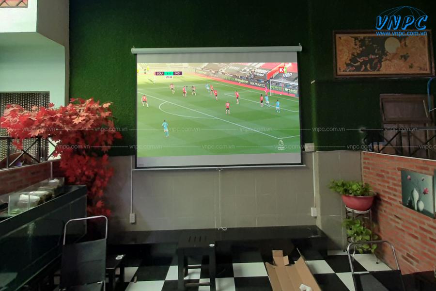 VNPC lắp đặt Optoma PW450 và màn chiếu 135 inch cho quán cafe