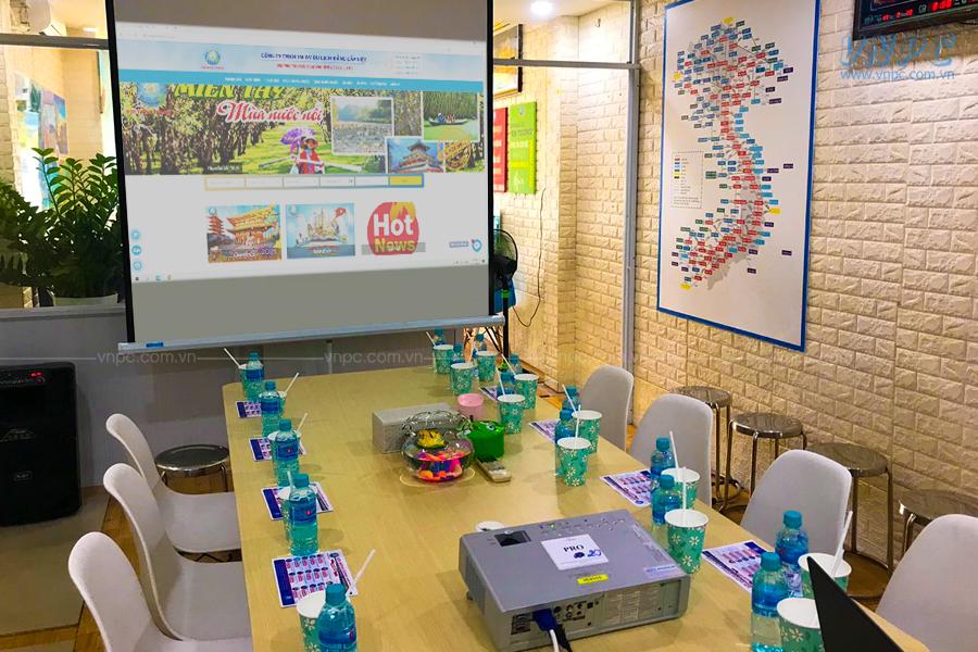 Cho thuê máy chiếu hội họp văn phòng 4000 lumens tại VietPro Travel