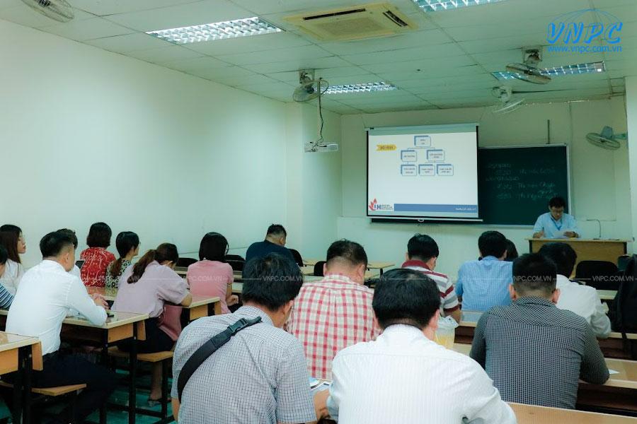 Sử dụng máy chiếu dạy học tại Trường đại học công nghiệp TpHCM