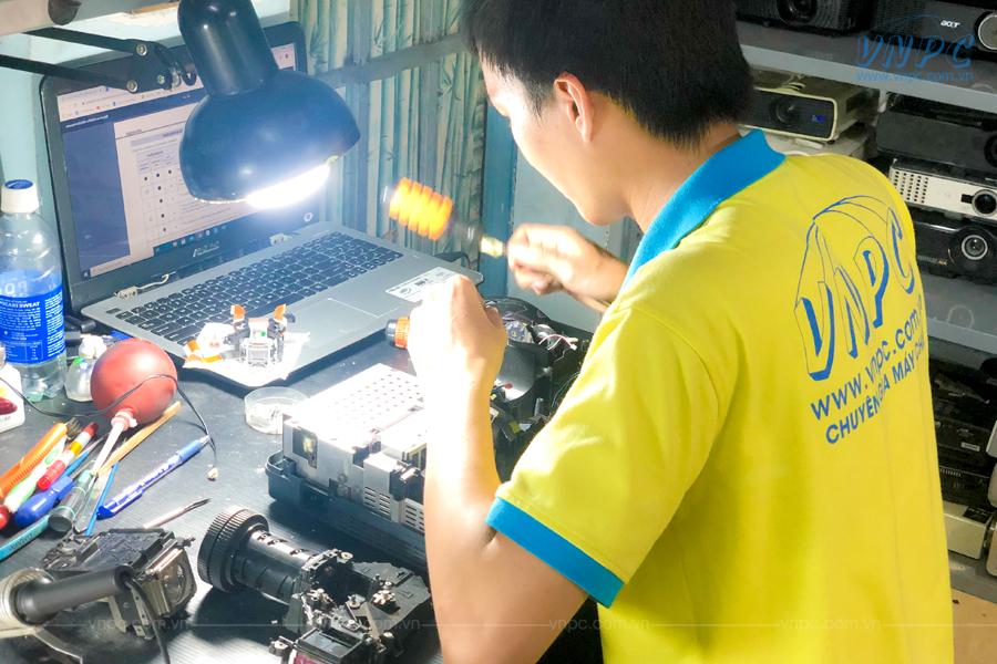 VNPC cung cấp dịch vụ bảo trì máy chiếu tại nhà quận 4