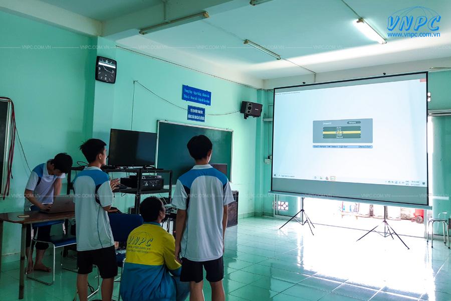 VNPC lắp đặt máy chiếu màn chiếu cho trường học