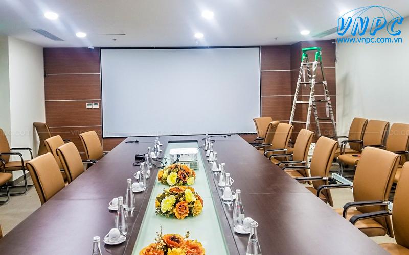 VNPC lắp đặt màn chiếu khung cho phòng họp