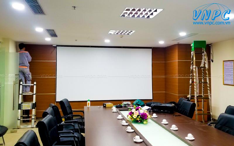 VNPC lắp đặt màn chiếu khung cố định cho văn phòng