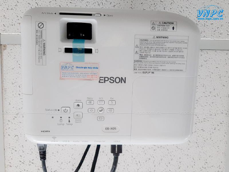 """VNPC lắp đặt Epson EB-X05 và màn chiếu 100"""""""