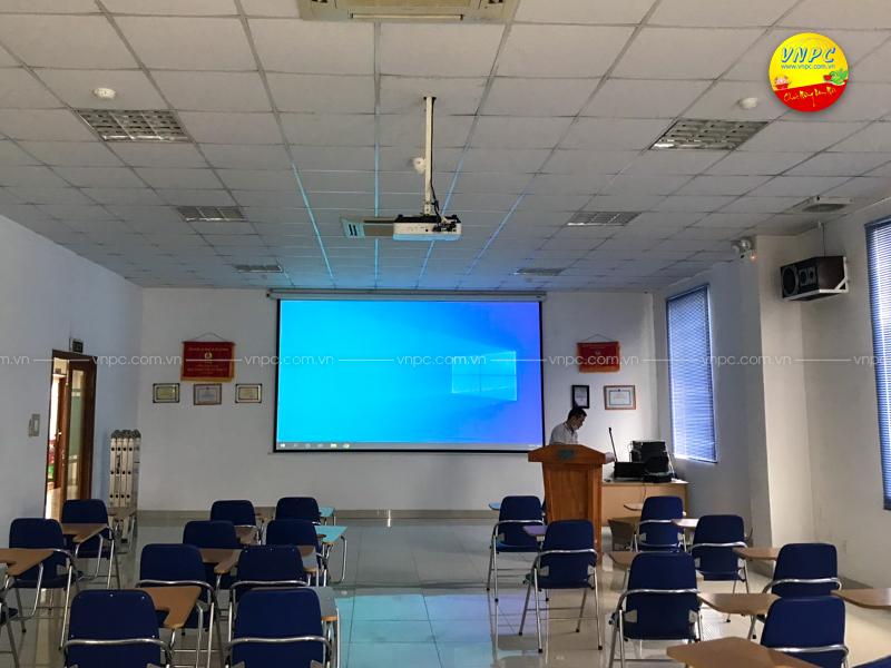 Lắp đặt máy chiếu Epson EB-2065 tại hội trường